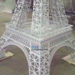 Окраска макета Эйфелевой башни для ТРЦ Галерея